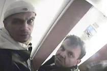 Zloději se při činu nechali natočit kamerami.