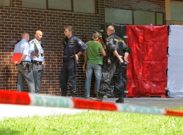Záběry z místa vraždy na ulici  Mjr. Nováka v Ostravě-Hrabůvce