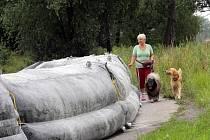 Hasiči vybudovali v Koblově na břehu Odry protipovodňovou hráz