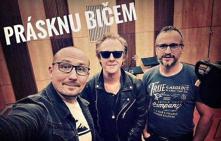 Štěpán Kozub na sociální síti oznámil finální úpravy na albu, které vydává spolešně s Jiřím Krhutem.