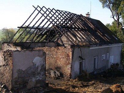 Hasiči na Bruntálsku zachránili obytnou část hořící usedlosti