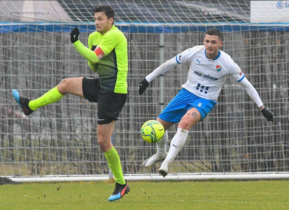 Fotbalisté Baníku Ostrava prohráli přípravné utkání s druholigovým Prostějovem 0:1. (6. ledna 2021, Ostrava). Na snímku vpravo Roman Potočný.