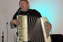 Na koncert harmonikáře Jima Čerta, jenž v regionu vystoupil po mnoha letech, dorazili zejména pamětníci.