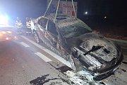 Zásah hasičů u noční nehody v Ostravě.