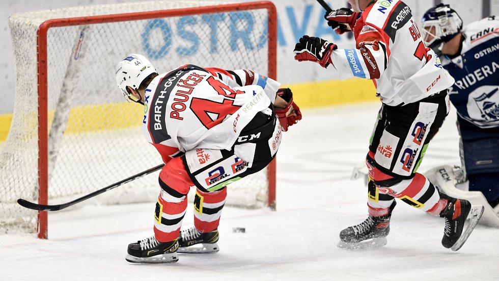 Utkání 50. kola hokejové extraligy: HC Vítkovice Ridera - HC Dynamo Pardubice, 2. března 2021 v Ostravě. (zleva) Patrik Poulíček z Pardubic dává gol.