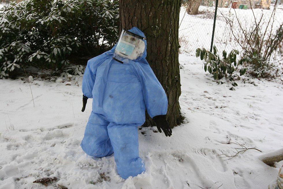 Covidový sněhulák v Ostravě.