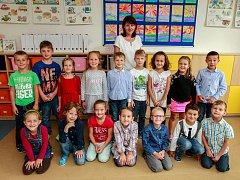 Žáci 1.A, Základní školy Hlučínská 135, Ostrava-Petřkovice, s paní učitelkou Sylvou Piskalovou.