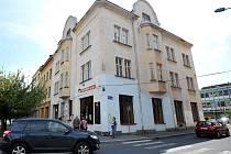 Kromě Spolku a Pykové dámy vlastní město i budovu ve Střelniční ulici. V té je hospoda U Zvonu. Stavba chátrá.