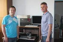 Pracovník vývojového oddělení Adam Remeš (na snímku vlevo) a majitel společnosti TIPA Jiří Pavlík.