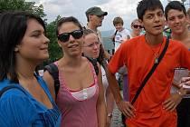 Osmdesát studentů z celé Evropy se účastní mezinárodního setkání mládeže v Klimkovicích. V rámci této akce se účastní i mnoha výletů.