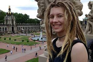 Ekoložka, veganka, příznivkyně nekonzumního způsobu života a autorka nejlepšího videa o lidských právech v soutěži OSN; to je Ema Ostřížková z Ostravy.