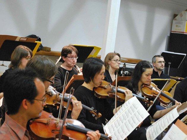 Mezinárodní komorní orchestr Ostravská banda při zkoušce
