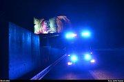 Hasiči odstraňovali vlající plachtu na billboardu v Ostravě-Nové Bělé, v Místecké ulici.