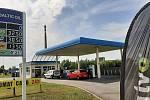 Benzin je momentálně jedražsí za posledních sedm let. Ani v Polsku není levnější. Pumpa BalticOil v Karviné, červenec 2021.