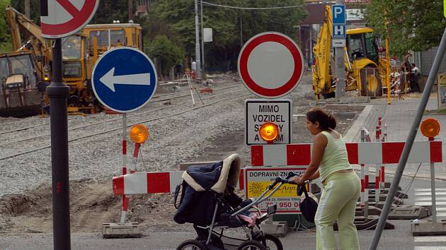 Oprava Ruské ulice komplikuje dopravu