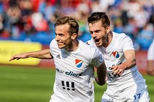Utkání 27. kola první fotbalové ligy: FC Baník Ostrava - FK Teplice, 7. dubna 2019 v Ostravě. Na snímku (zleva) Kuzmanovič Nemanja, Milan Jirásek.