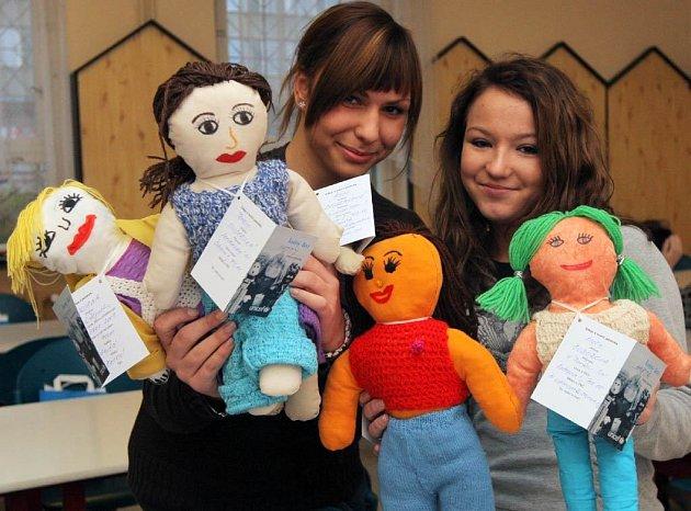 Panenky,, jejichž prodejem získává UNICEF peníze na očkování dětí z rozvojových zemí