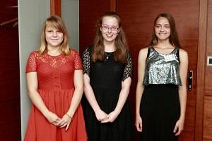 Soutěž Perem studenta vyhrála Kristýna Fekarová (na snímku vpravo). Na druhém místě skončila Daniela Kopecká (vlevo) a třetí se umístila Tereza Gottwaldová (uprostřed).