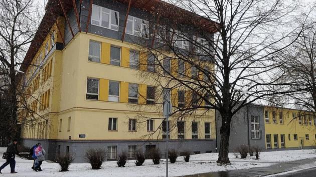 Nová část budovy začala v těchto dnech sloužit učitelům a žákům základní školy Ostrčilova v centru Ostravy.