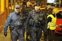 Policie ve spolupráci s celní správou provádí zvýšené kontroly stánků, večerek a hladových oken.