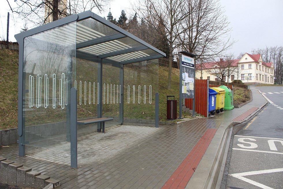Zrekonstruované zastávky ve Staré Bělé.