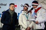 Jakub Janda při zahájení olympijského festivalu u Ostravar arény v Ostravě (na snímku vlevo).