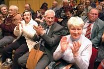Ostravští komunisté na setkání, na němž probírali kandidáty pro krajské volby