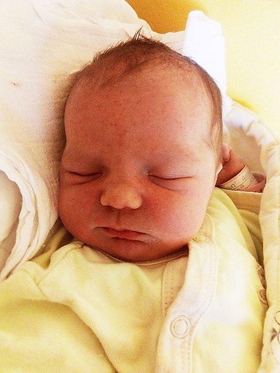 Amálka Plíhalová, Krnov, narozena 4. května 2021 v Krnově, míra 45 cm, váha 3040 g. Foto: Pavla Hrabovská