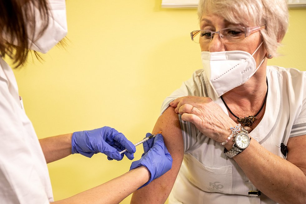 Ve Fakultní nemocnici Ostrava začalo očkování proti nemoci  Covid-19 koncem roku 2020 - 29. prosince.