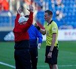 FC Baník Ostrava – SK Slavia Praha. Trenér Baníku Bohumil Páník vyloučený rozhodčím