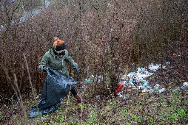 Pojďte snámi uklízet Ostravu. To byla dobrovolnická akce, jejichž cílem bylo uklidit okolí od odpadků a nepořádku kolem Slezskoostravského hradu, 17.dubna 2021vOstravě.