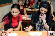Deník ve speciálním průzkumu zjišťoval, kterou variantu maturitních testů si studenti vyberou pro ostrou zkoušku.