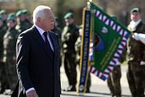 Václav Klaus na návštěvě památníku v Hrabyni.