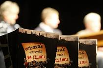 Snímek z tiskové konference k natáčení komedie Ostravak Ostravski ve filmu!!!