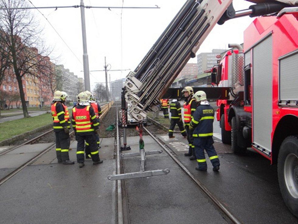 Dopravní nehoda, která se stala v pátek kolem desáté hodiny dopolední v křižovatce ulic Vyškovické a Čujkovovy v Ostravě-Zábřehu.