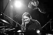 Zpěvák, klávesák a skladatel Roman Dragoun.