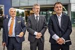 Společnost Magna Energy Storage (MES) otevřela v průmyslové zóně po bývalém černouhelném Dole František továrnu na výrobu vysokoenergetických akumulátorů HE3DA, 17. září 2020 v Horní Suché. (střed) senátor Miloš Vystrčil a (vpravo) Spolumajitel HE3DA a au