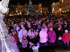 Akce Česko zpívá koledy v Ostravě na Masarykově náměstí.