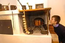 Návštěvníci si mohou na výstavě v muzeu například prohlédnout, jak na přelomu 19. a 20. století vypadala typická hornická kuchyně v koloniálním domku.