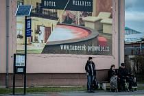 Nové označníky Dopravního podniku Ostrava, zastávka Vozovna trolejbusů, únor 2020 v Ostravě.