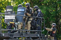 Policie v Ostravě postřelila muže, který hrozil odpálením bomby.