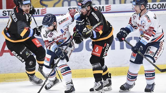 Utkání 52. kola hokejové extraligy: HC Vítkovice Ridera - HC Verva Litvínov, 8. března 2019 v Ostravě. Na snímku (střed,zleva) Roman Szturc a Hubl Viktor.