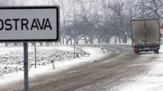 První sněhová kalamita letošní zimy v Ostravě