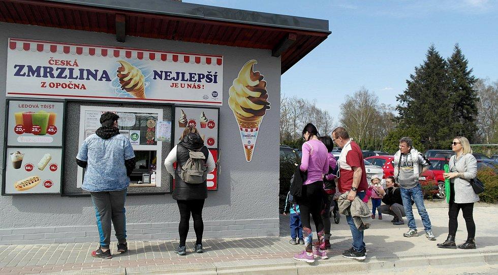 Zmrzlinový stánek u ostravské zoologické zahrady v Michálkovicích.
