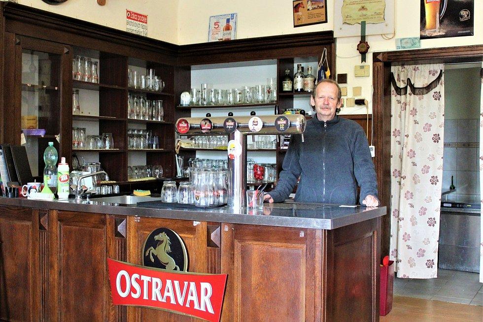 Majitel restaurace U Zlatého lva Jaroslav Křibek.