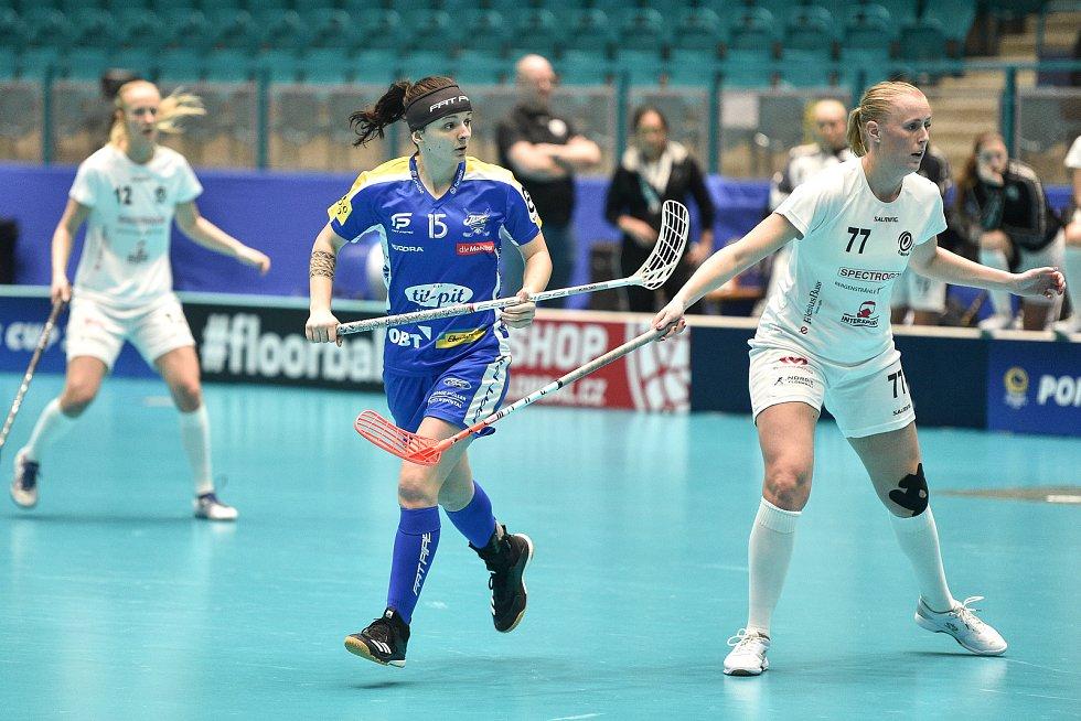 Pohár mistrů ve florbalu, finále (ženy): Täby FC - Kloten-Dietlikon Jets, 12. ledna 2020 v Ostravě.  Na snímku (střed) Natálie Martináková.