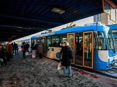 Náměstí Republiky je významný dopravní uzel, kde se kříží trasy tramvají a trolejbusů.