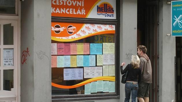 Cestovní kancelář Hellas Tour, která má pobočku v centru Ostravy, převážela v padesátistupňových vedrech cestující autobusem bez fungující klimatizace.