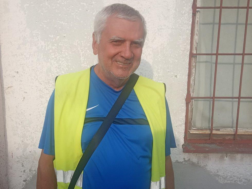 Bývalý hráč a dnes fanoušek TJ Unie Hlubina Lumír Bryndáč.