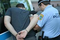 Opilec v Ostravě bezdůvodně napadal kolemjdoucí, pak nadýchal 3,52 promile. Ilustrační foto.